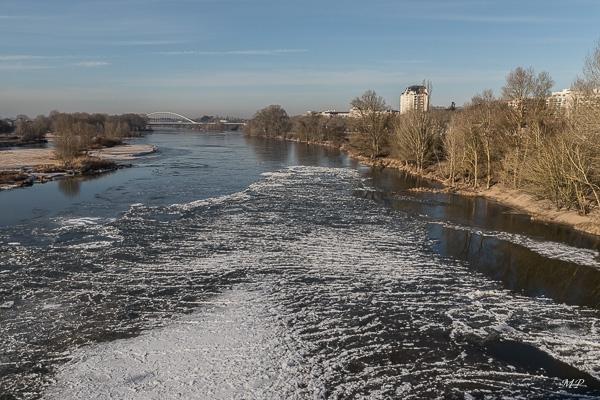 La Loire charrie des glaçons à Orléans
