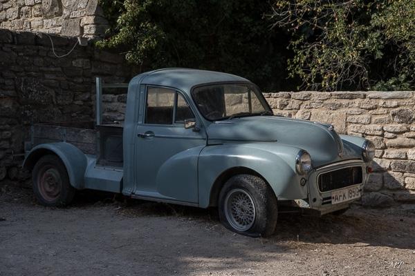 Vieille voiture vue à Saignon