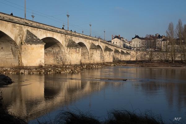 Pont Royal et entrée de la rue Royale à Orléans