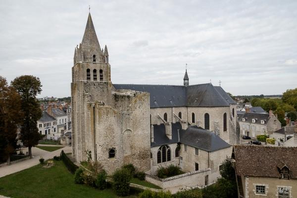 L'église et les bases du vieux château de Meung-sur-Loire