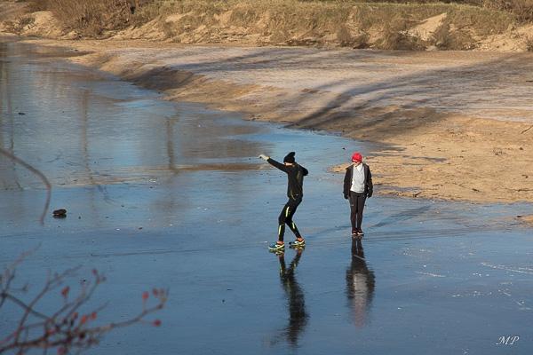 Des imprudents sur la Loire gelée à Orléans