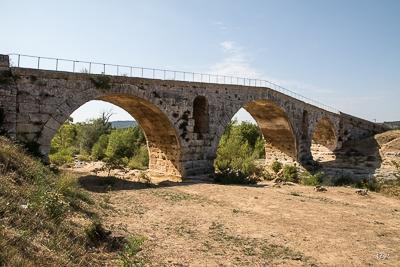 Le Pont Julien de Bonnieux en Provence