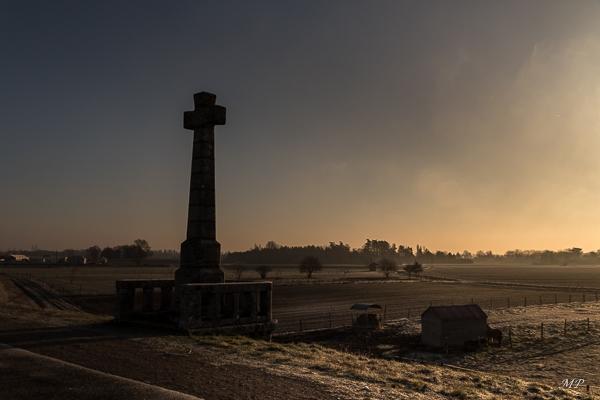 Lever de soleil sur la Croix de Micy sur la digue de la Loire à St-Pryvé