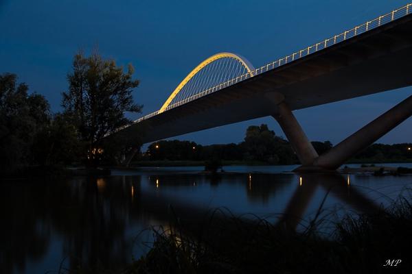 L'Heure bleue sur le Pont de l'Europe à Orléans